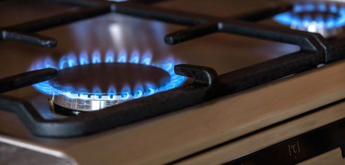 3 façons rapides de nettoyer les grilles du brûleur de votre gazinière